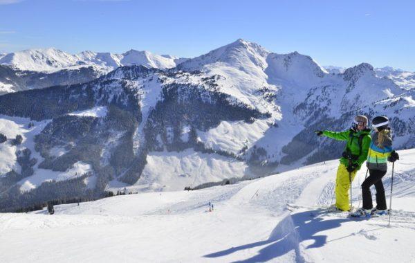 skifahrerpaar-am-wiedersbergerhorn02_ski-juwel