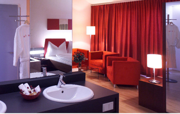 ALL in RED hotel ****