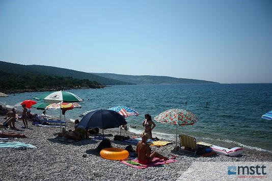 Pláž v Punate, Ostrov Krk, Chorvátsko