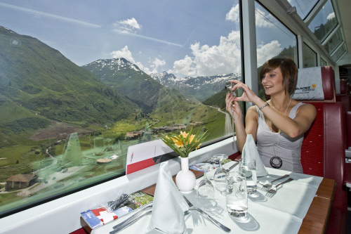 Ľadovcový Express cez Švajčiarske Alpy