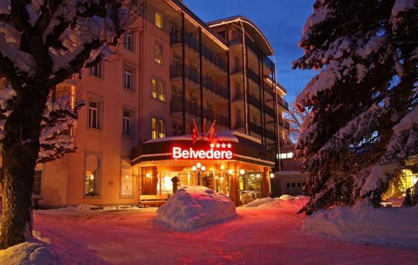 Hotel-Eingang im Winter - Hotel Entrance in winter