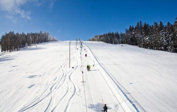 25_Skiing-850x570