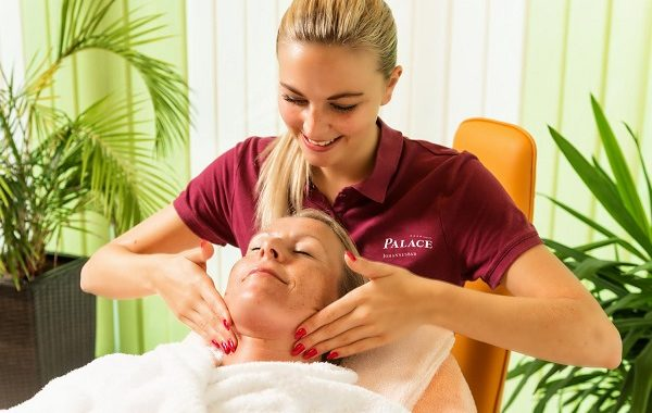 PL-wellness-area-treatment-face-massage-woman
