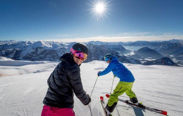 ausseerland_salzkammergut_loseraltaussee_skifahrer_pano